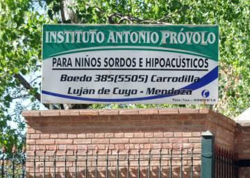 """Freira acusada de escolher crianças """"submissas"""" para padres estupradores é presa na Argentina"""