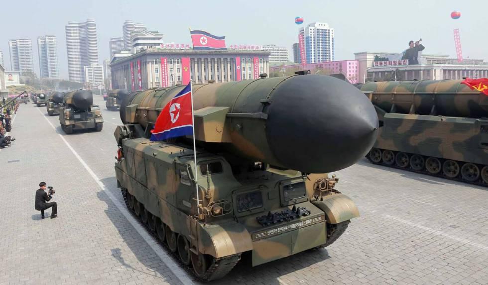 Misiles balísticos en el desfile en Pyongyang.