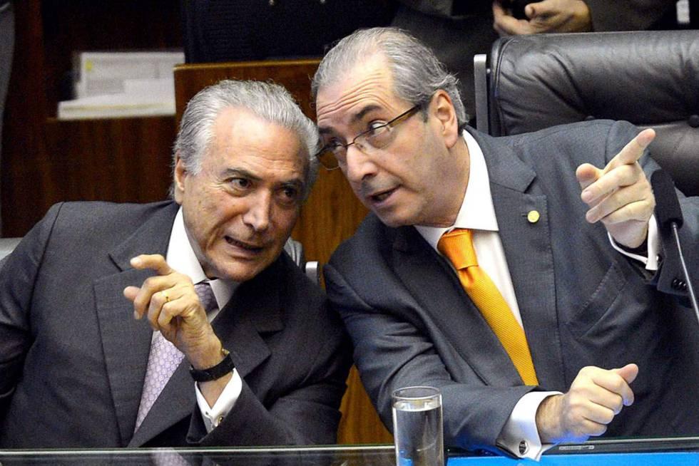 El presidente brasileño, Michel Temer, habla con el corrupto Eduardo Cunha cuando éste era aún presidente de la Cámara de los diputados