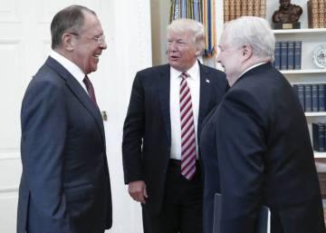 """Trump defiende su """"absoluto derecho"""" a compartir con Rusia información sobre terrorismo"""