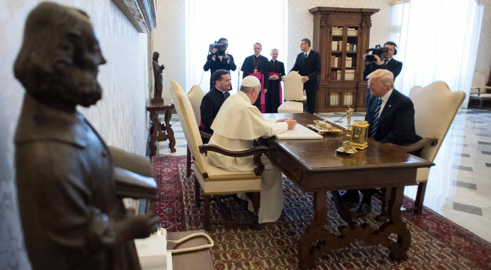El papa Francisco durante la audiencia con Donald Trump.