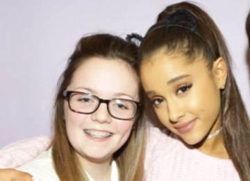 Georgina Callander junto a Ariana Grande en 2015.