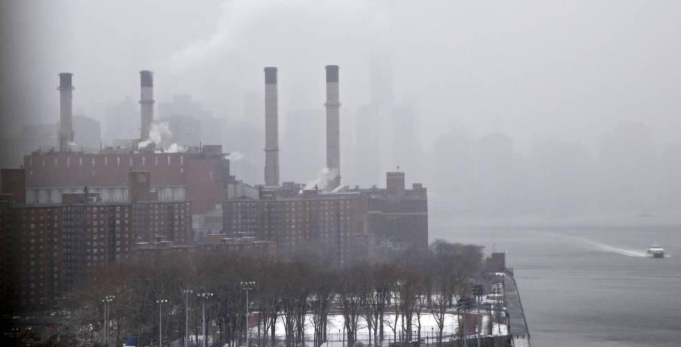 Fotografía de una planta energética en Nueva York.