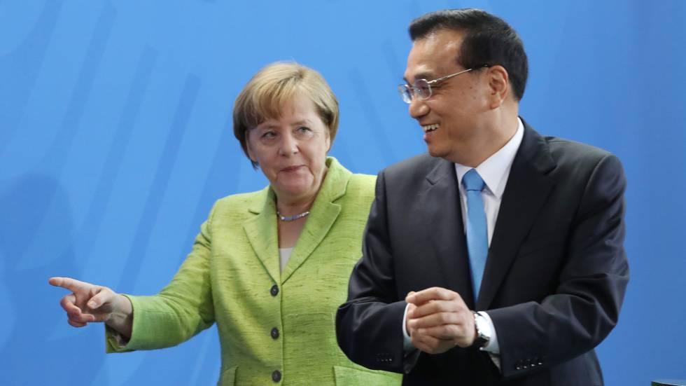 La canciller alemana, Angela Merkel, y el primer ministro chino, Li Keqiang, al término de una conferencia de prensa en Berlín.
