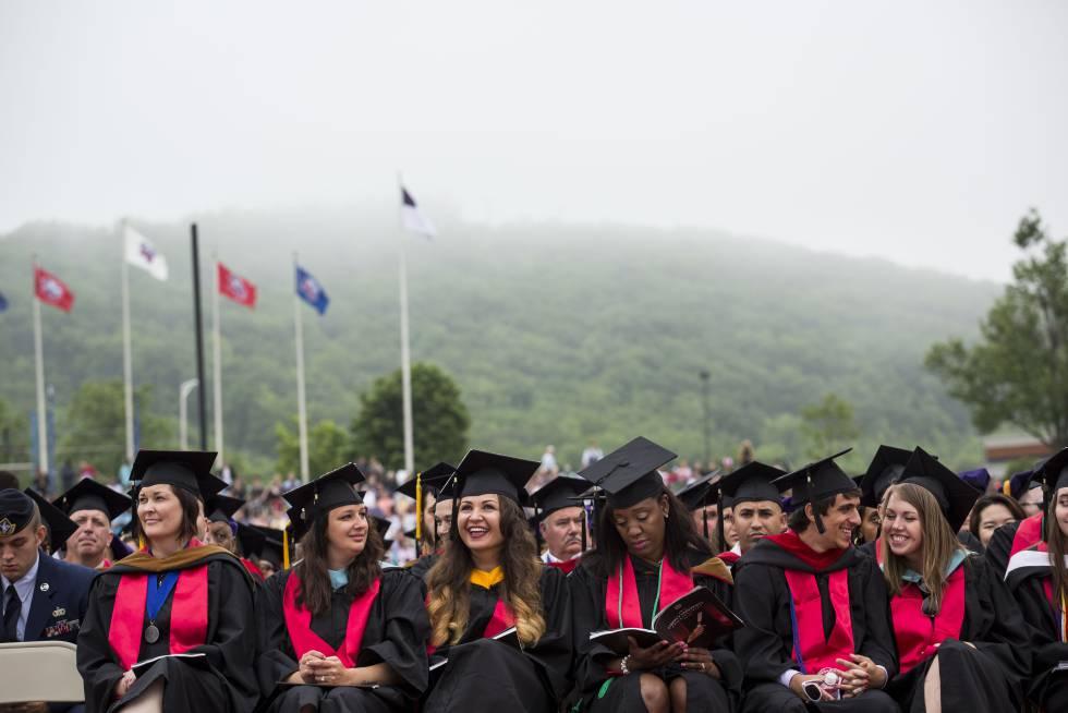 Ceremonia de graduación en una universidad estadounidense.