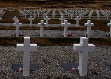 Thirty-five years on, push to identify soldiers who died in Falklands War