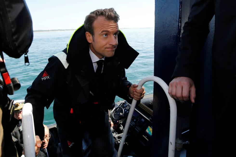 Macron en una visita a un barco de rescate marítimo, la semana pasada