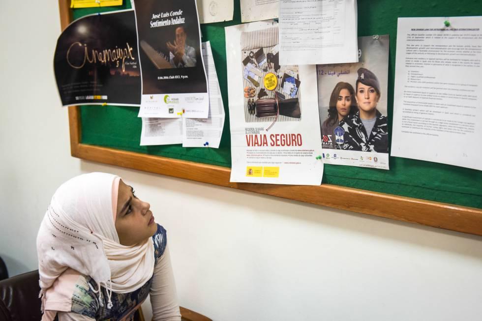 Una joven refugiada siria en la embajada española de Beirut antes de viajar a España el pasado mes de junio de 2016.