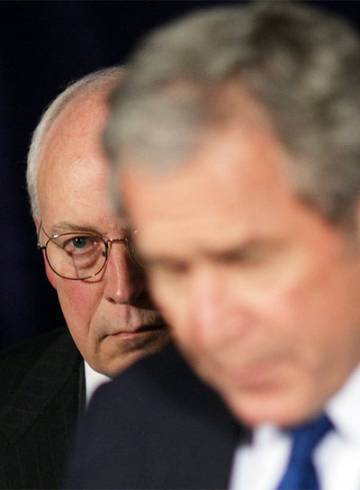 Bush, en primer plano, y Cheney.
