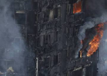 Un incendio destruye un edificio en Londres