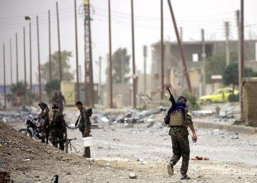 Miembros de FDS, este miércoles al este de Raqa.