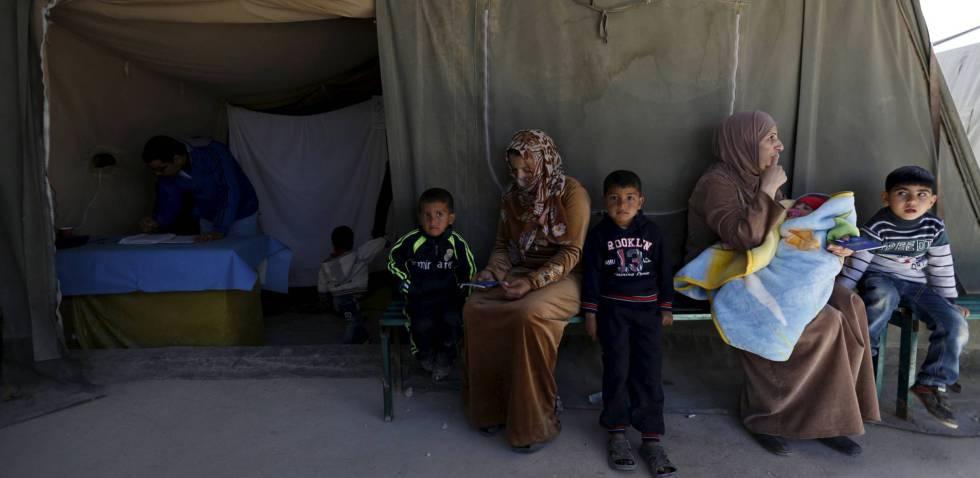 Mujeres y niños sirios en el campo de Al Zaatari, en marzo de 2016.