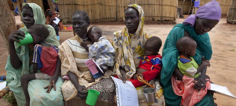 Mujeres y niños en el campo de refugiados de Yida, en 2012.