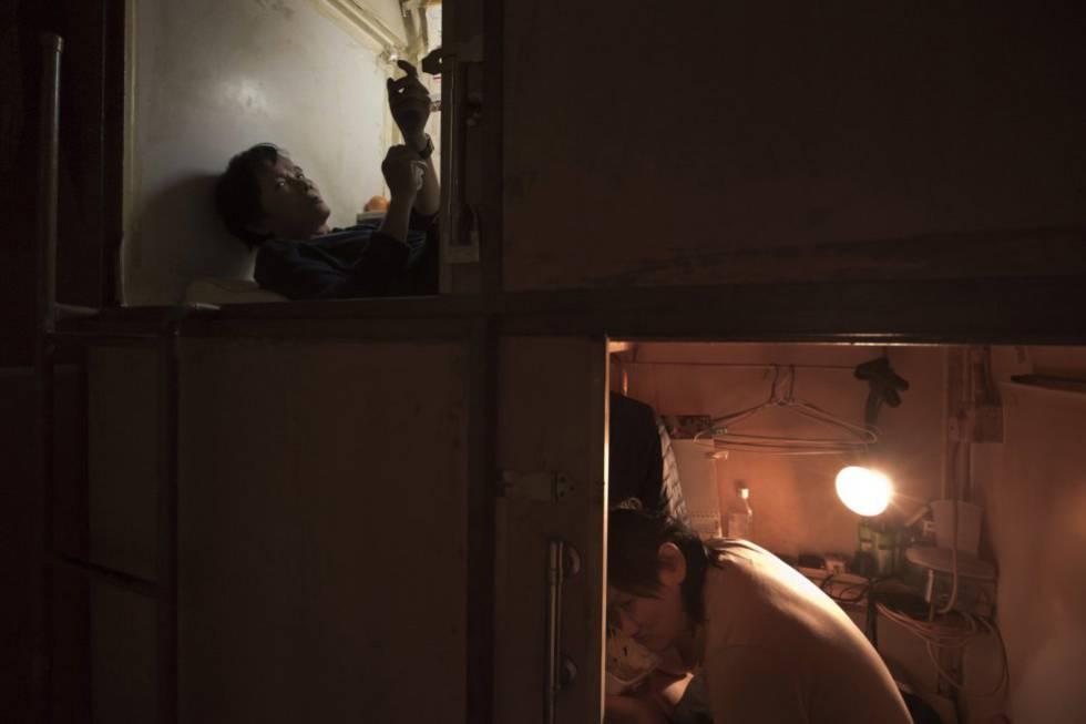 FOTOGALERÍA:   Unas 200.000 personas de los 7,3 millones de residentes de Hong Kong viven en 'casas ataúd'.
