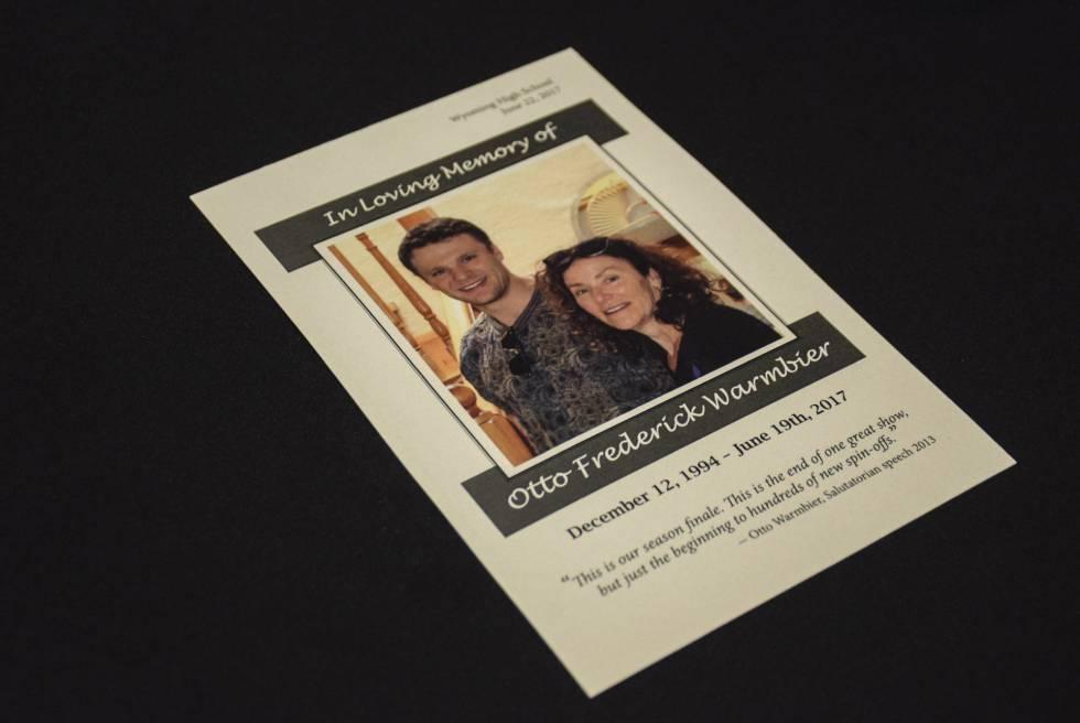 Fotografía cedida por la familia Warmbier que muestra el programa del funeral de su hijo Otto, el estudiante estadounidense que falleció el pasado día 19 de junio, una semana después de que regresara de Corea del Norte en coma.