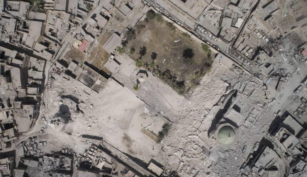 Vista aérea de la destrucción de la mezquita de al-Nuri causada por ISIS.