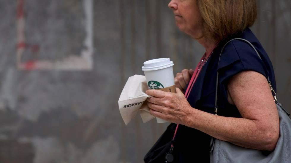 Starbucks cerró 8 mil tiendas para capacitar contra discriminación