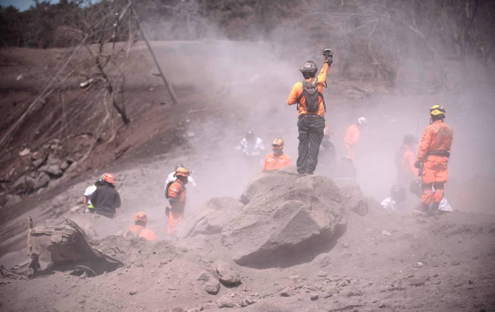 Continúa actividad en volcán en Guatemala con hasta nueve explosiones por hora