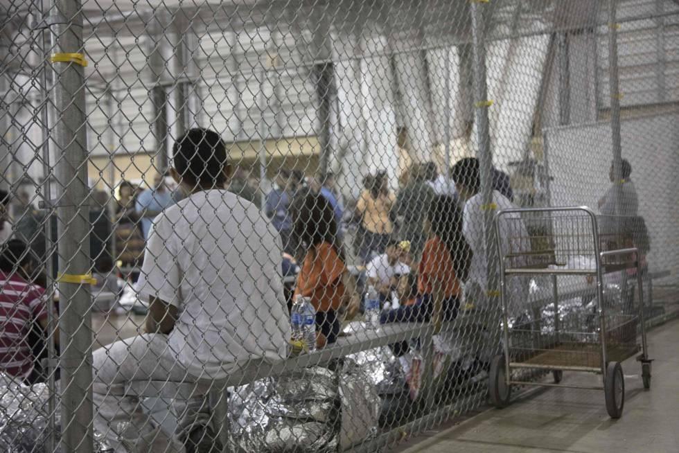 Lloran niños separados de sus familias en la frontera (AUDIO)