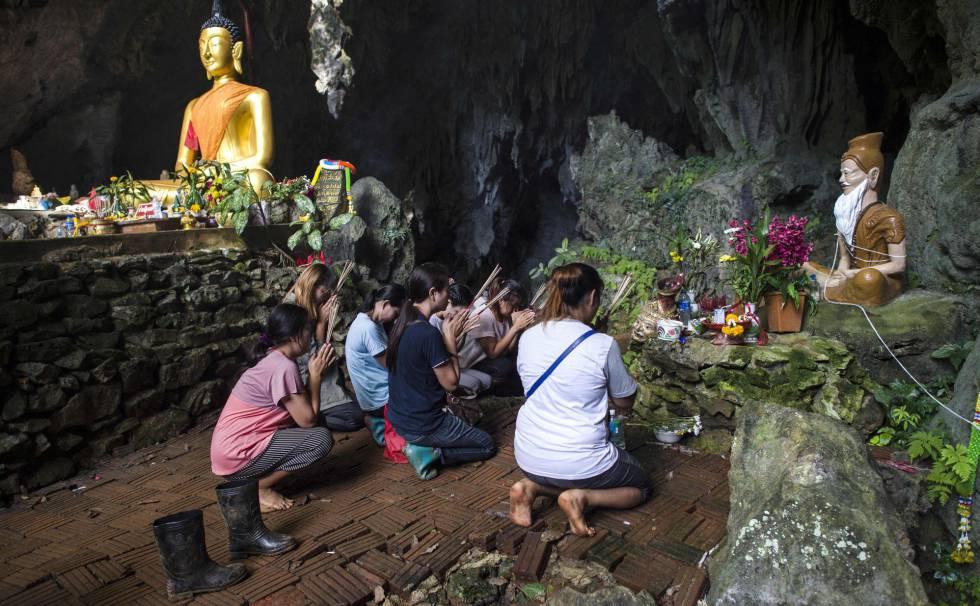 Preocupación por el oxígeno en cueva con niños atrapados — Tailandia