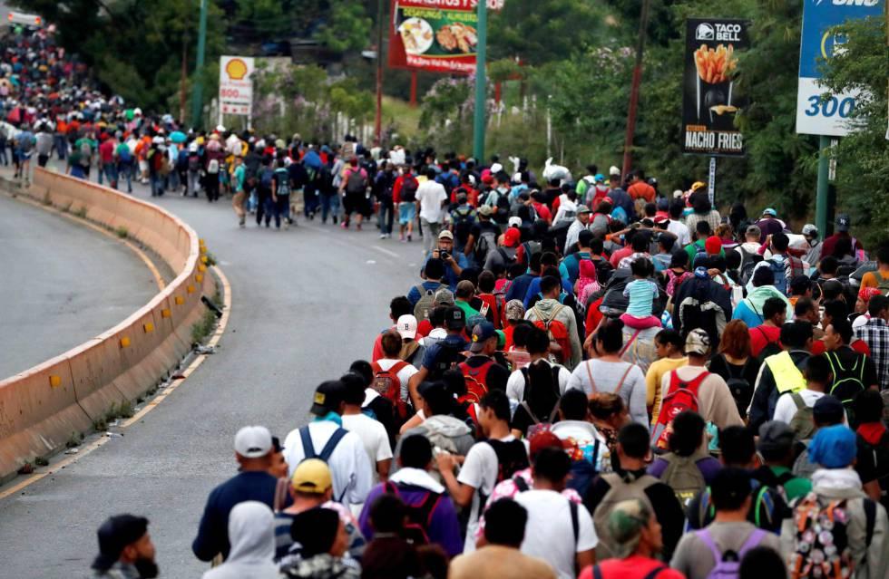 Llegada de caravana de migrantes se torna violenta, en México