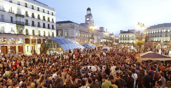 Concentración de jóvenes ayer en la Puerta del Sol de Madrid convocada por Democracia Real Ya para pedir un cambio político y social.