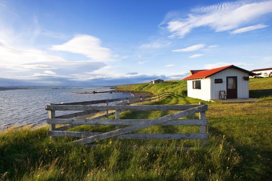 Una granja cerca de Akurbekka en la costa norte de Islandia.