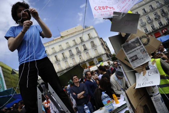 Uno de jóvenes acampados en la Puerta del Sol.
