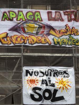 Pancartas en el epicentro de la protesta.