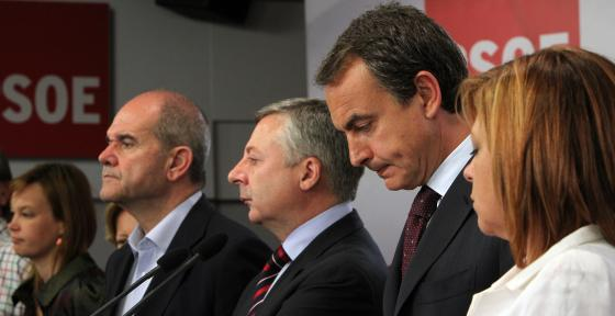 Zapatero, junto a Pajín. Salgado, Chavez, Blanco y Valenciano