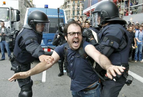 FOTOGALERÍA: Desalojo del 15-M en Barcelona.