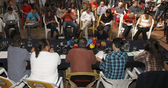 Integrantes del colectivo Democracia Real Ya, durante la rueda de prensa que han ofrecido esta mañana en Madrid.