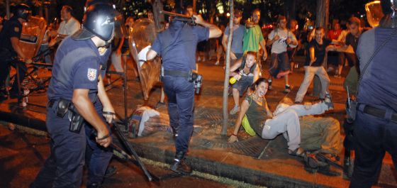 Carga policial ante el Ministerio del Interior.
