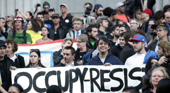 Manifestantes protestan en Nueva York.