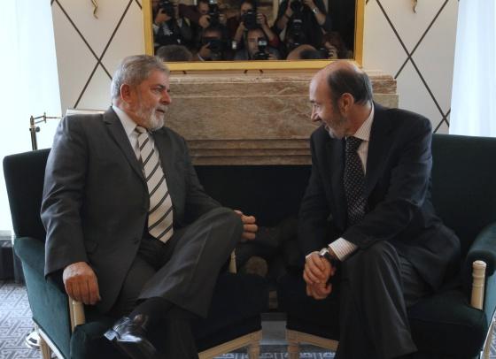 El expresidente de Brasil, Lula da Silva, y el candidato del PSOE a la presidencia del Gobierno, Alfredo Pérez Rubalcaba.