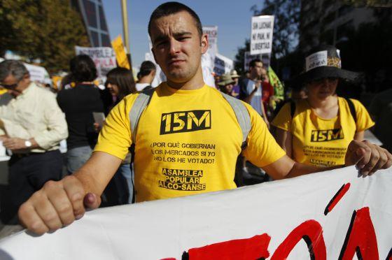 Manifestantes del 15-M, durante la protesta celebrada el 15 de octubre en Madrid.
