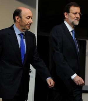 Rubalcaba y Rajoy, a su llegada al Palacio Municipal de Congresos de Madrid.
