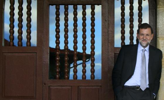 El candidato del PP, en la localidad asturiana de Luces.