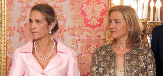 Las infantas Elena y Cristina en la recepción con motivo del día de la Hispanidad.