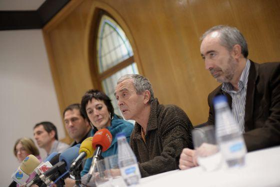 Sabino Cuadra, en la rueda de prensa de los diputados y senadores de Amaiur.