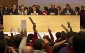 Un momento de las votaciones en el 'congresillo' de Málaga.