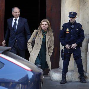 Francisco Camps y su esposa, Isabel Bas, a su salida del Tribunal Superior valenciano.