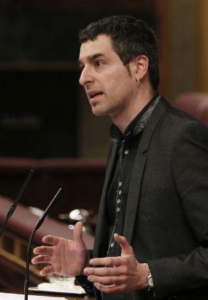 El diputado de Amaiur Iker Urbina, durante su intervención en el pleno.