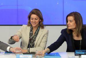 Dolores de Cospedal y la ministra Fátima Báñez.