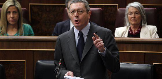 El ministro de Justicia, Alberto Ruiz-Gallardón, esta mañana durante la sesión de control al Gobierno en el Congreso.