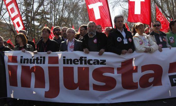 Méndez y Toxo, en la cabecera de la protesta que recorre Madrid.