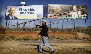Carteles publicitarios de las campañas electorales de Arenas y Griñán.