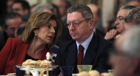 La alcaldesa de Madrid, Ana Botella y el ministro de Justicia, Alberto Ruiz Gallardón, ayer en un acto.