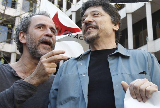 Willy Toledo y Carlos Bardem durante las protestas del 29-M