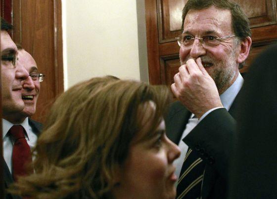 El presidente del Gobierno, Mariano Rajoy junto a la vicepresidenta del ejecutivo, Soraya Sáenz de Santamaría.